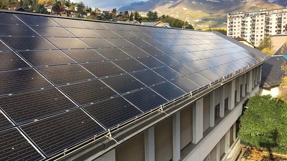 la-toiture-photovoltaique-a-nettoyer