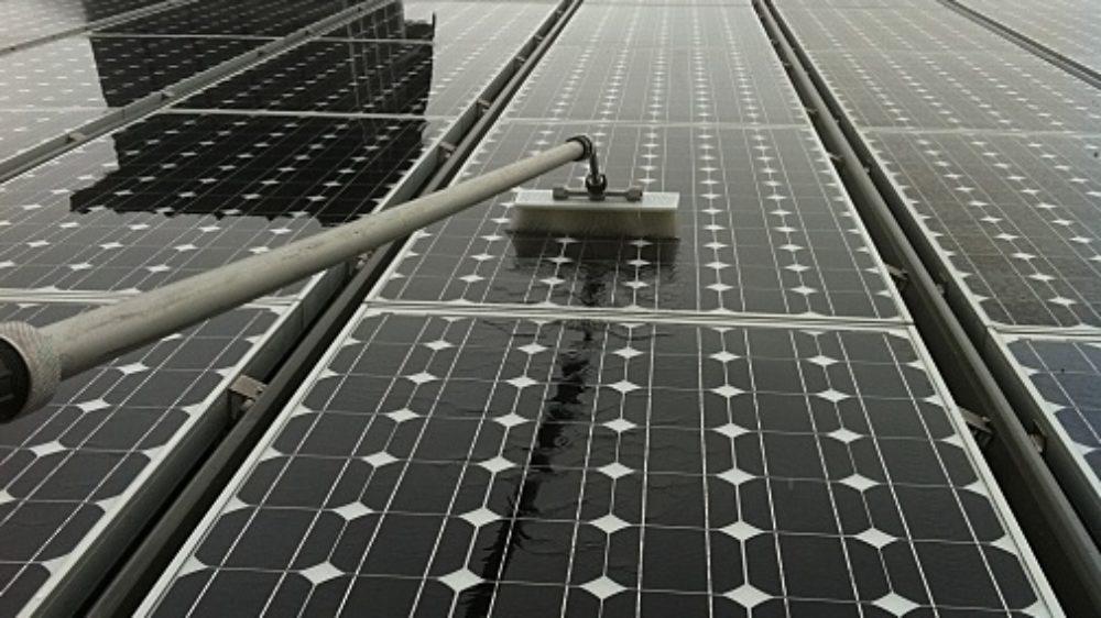 nettoyage-panneaux-solaires-a-l-eau-pure-sans-pression-ni-produit-chimique-grenoble-38