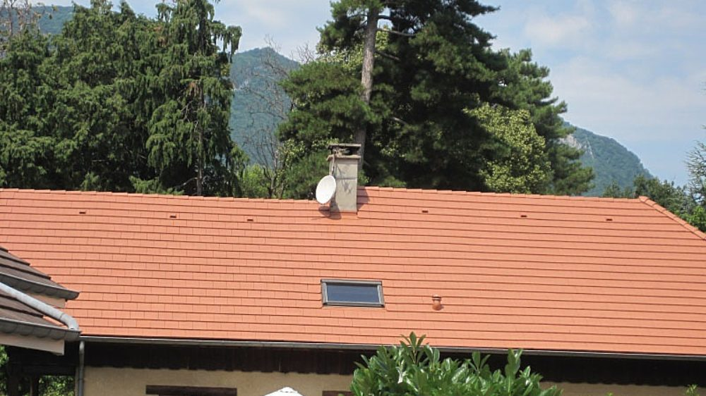 toiture-renovee-protection-hydrofuge-vieille-tuile-a-tresserve-colline-du-poete-73100